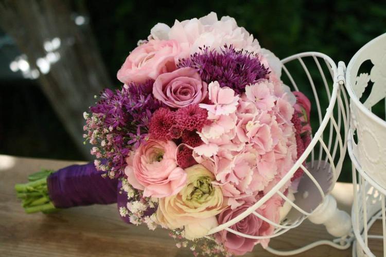 Floraria Bloom Are Oferte Pentru Aranjamente Si Decoratiuni