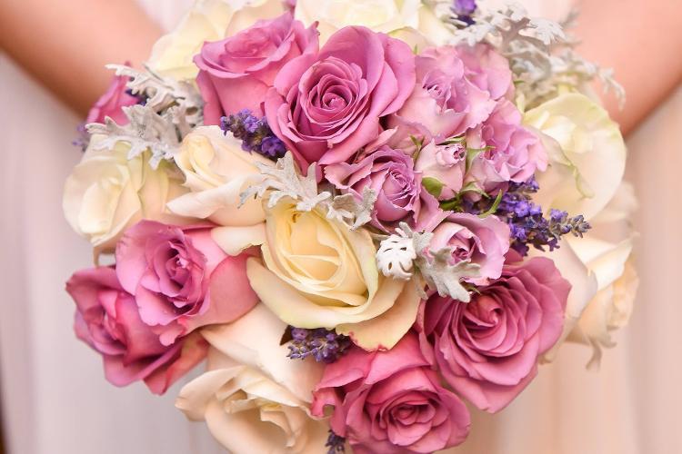 Flori In Culori Are Oferte Pentru Aranjamente Si Decoratiuni